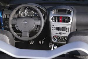 Opel tigra twintop 1 8 auto redaktionauto redaktion for Auto onderdelen interieur