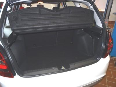 Der Gepäckraum des Lada Kalina Cross fasst 335 Liter. Foto: Petra Grünendahl.
