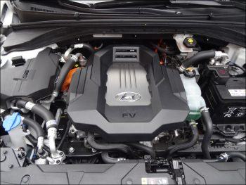 Blick in den Motorraum des Hyundai Ioniq Elektro. Foto: Petra Grünendahl.