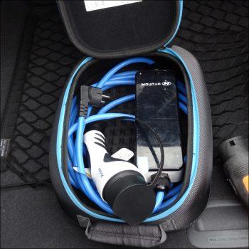Hyundai Ioniq Elektro: ICCB-Ladekabel für den häuslichen Stromanschluss. Foto: Petra Grünendahl.