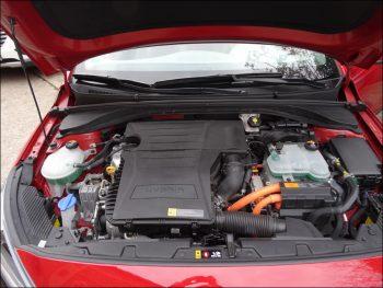 Motorraum des Hyundai Ioniq Hybrid. Foto: Petra Grünendahl.